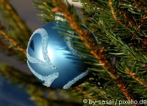 Baum mit Christbaumkugel