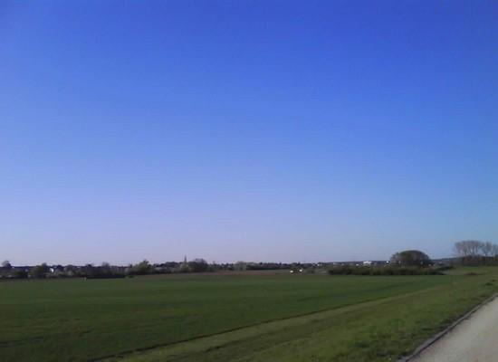 Wieder blauer Himmer, ohne Kondensstreifen, über Köln und Bonn