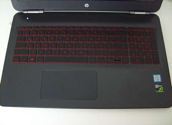 HP OMEN - Gaming-Notebook mit Tastatur mit roter Beschriftung
